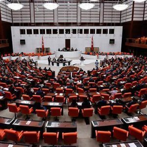 Meclis'te 'darbe' kavgası