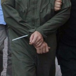 Toplantı yapan subaylar tutuklandı