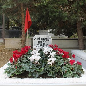 Levent Kırca mezarının başında anıldı