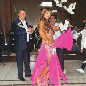 Asena'ya dolar yağmuru