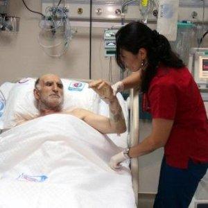 Kalbi 40 kez durdu yaşama dönünce türkü söyledi