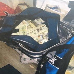 FETÖ'cü memurun evinden bavul dolusu para çıktı
