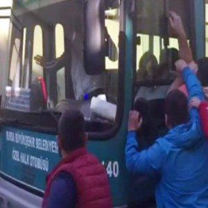 """Halk otobüsü direksiyonunda """"pes"""" dedirten görüntüler"""
