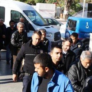 13 öğretmen daha tutuklandı