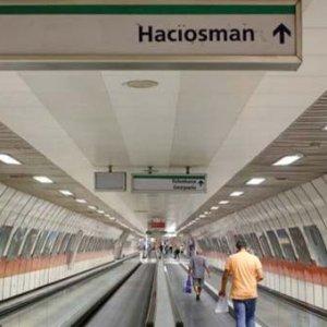 Metroya yazdığı yazının faturası ağır oldu