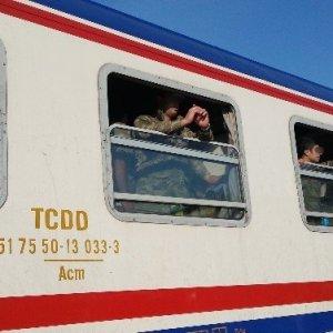 O askerler İstanbul'dan yola çıktı