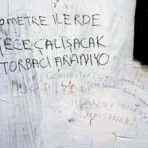 Duvar yazısıyla torbacı arıyorlar