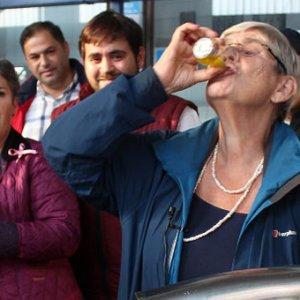 Zeytinyağı içti görenler şaşırdı