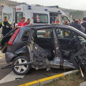Ambulans kaza yaptı: 1 ölü 4 yaralı