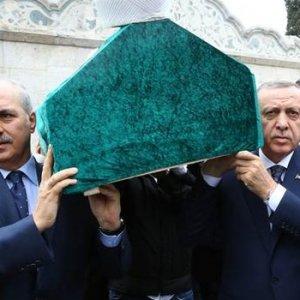 Erdoğan tabutuna omuz verdi