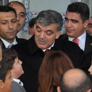 Yıllar önce Gül'e sarılan çocuk PKK'ya katıldı