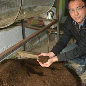 Ayda 2,5 ton solucan gübresi üretiyo
