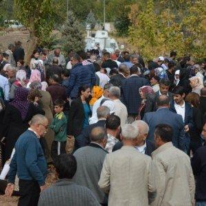 HDP'li vekiller terörist cenazesinde