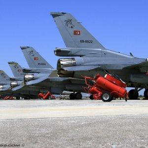 Müjdeyi Bakan verdi: Yerli savaş uçağı geliyor  !