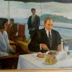 Atatürk'ün tablosu Meclis'teki yerine asıldı