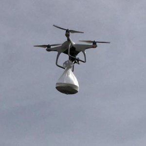 Nöbetteki Köy Korucularına 'Drone' İle Tatlı Gönderildi