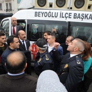 Taksim'de 29 Ekim töreninde gerginlik