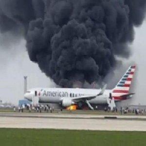 Kalkışa hazırlanan yolcu uçağı alev alev yandı