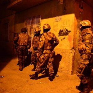 PKK'ya gece yarısı baskını: 16 gözaltı
