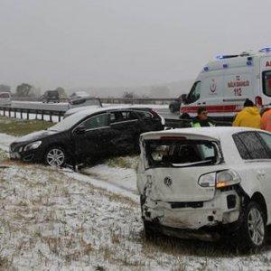 Bolu'ya kar yağdı, kazalar birbirini kovaladı