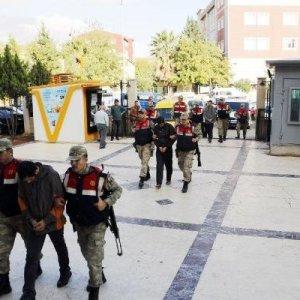 Sınırda 3 terörist yakalandı