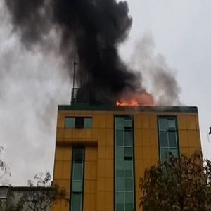 İstanbul'da iş merkezinde yangın paniği
