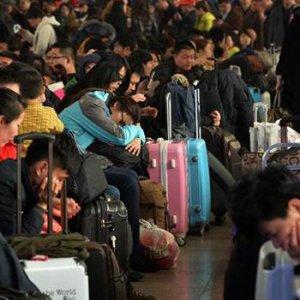 Milyonlarca kişiye uçak ve tren yasaklandı