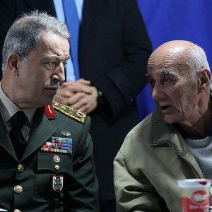 Orgeneral Akar'dan şehit yüzbaşı Kocaman'ın ailesine ziyaret