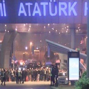 Atatürk Havalimanı'nda silah sesleri