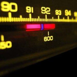 KHK ile kapatılan YÖN Radyo açılıyor