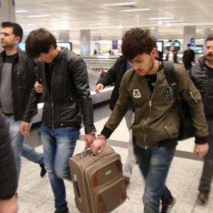 Korkunç cinayetin şüphelileri havalimanında yakalandı