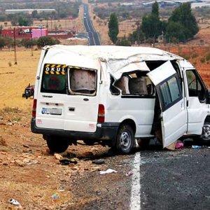 Şanlıurfa'da kaza: 14 yaralı