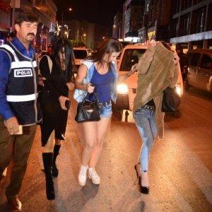 300 polisle operasyon, 70 kadın alındı