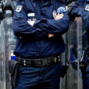 8 polis FETÖ'den tutuklandı