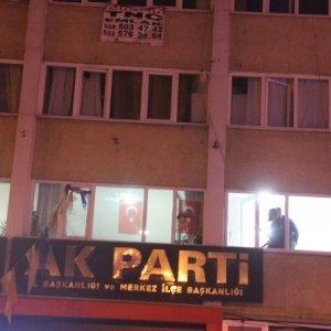 AK Parti binası önünde pompalı dehşet !