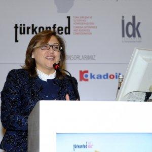 ''Türkiye'nin 79 milyonluk nüfusunun merkezine kadın alınması gerekiyor''