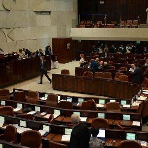 Arap milletvekili İsrail'e inat Knesset'te ezan okudu