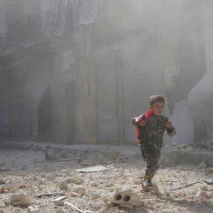 Rusya ve Esat Halep'e bomba yağdırıyor
