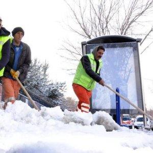 Eğitime ilk kar molası: Okullar tatil edildi