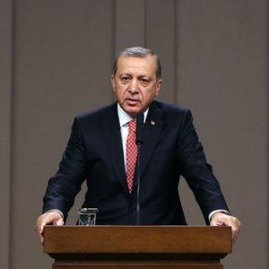 Erdoğan, Pakistan Meclisi'nde konuşurken ortalık yıkıldı