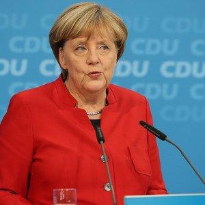 Merkel'den sürpriz! Yeniden aday olacak mı?