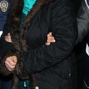 FETÖ'den tutuklu eşine 'şifreli kağıt' verirken gözaltına alındı