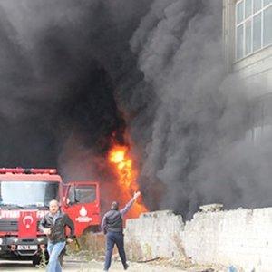 İstanbul'daki yangın okulları tatil ettirdi