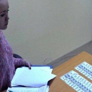 Kadın öğretmen öğrencisini satarken yakalandı