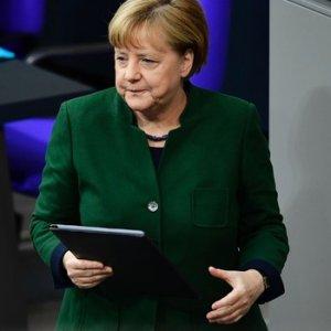 Kritik oylama öncesi Merkel'den Türkiye açıklaması