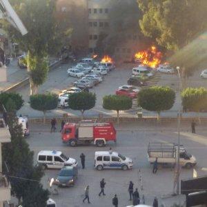 Adana Valiliği'ne bomba yüklü araçla saldırı: 2 ölü, 33 yaralı