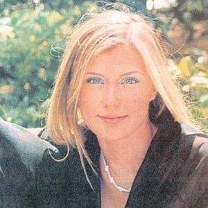 Hakan Uzan'ın eşi Türkiye'ye gelip teslim oldu