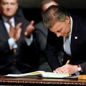 Kolombiya'da tarihi anlaşma: Silah bıraktılar