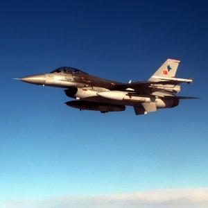 Türk F-16'larına taciz !