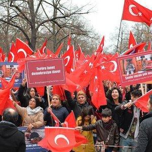 Avrupa'nın göbeğinde Türklerden 'demokrasi' dersi